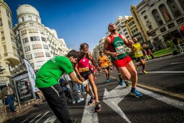 Maratón Valencia y Farmacia Ribera refuerzan los Puntos de Asistencia Rápida.
